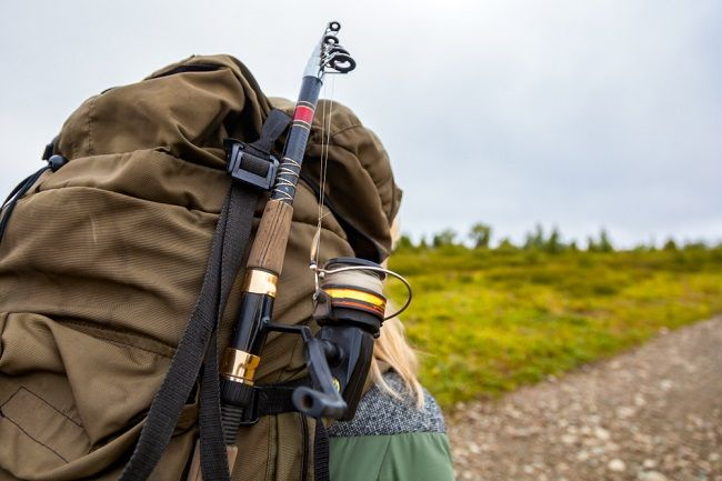 Fishing-backpack-with-rod